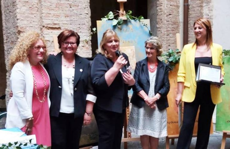 Premio Hipponion a Karen Sarlo: «Lo dedico alla straordinaria Elsa Tavella»