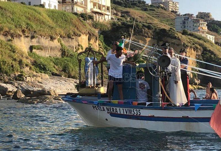 """Pizzo, la """"Madonneja"""" ritorna via mare nella chiesa di Piedigrotta"""