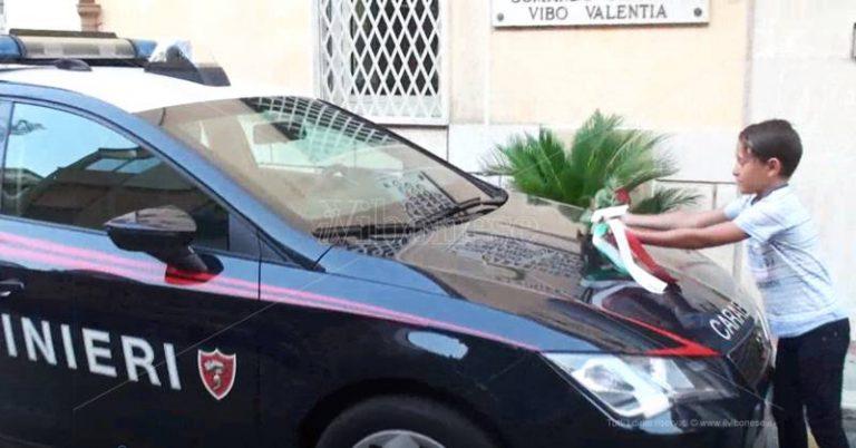 Carabiniere ucciso, rose e solidarietà all'Arma vibonese – Video