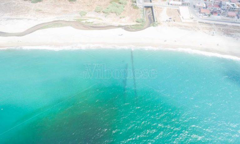 Reflui nel Mesima, drone in volo per documentare l'inquinamento in mare – Video