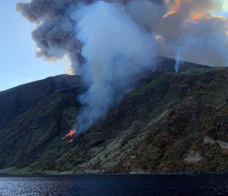 Esplosione a Stromboli, ecco le prime testimonianze a Tropea: «Panico totale sull'isola» – Video