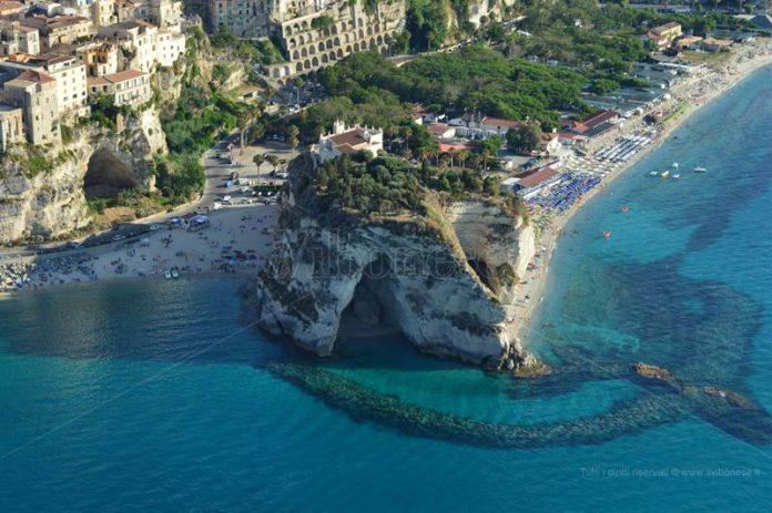 L'isola di Tropea vista dall'elicottero