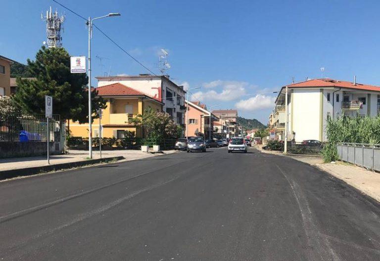 """A Vibo Marina si rivede l'asfalto, il sindaco Limardo: «Lavoriamo senza sosta». Ma Costa la """"gela"""""""