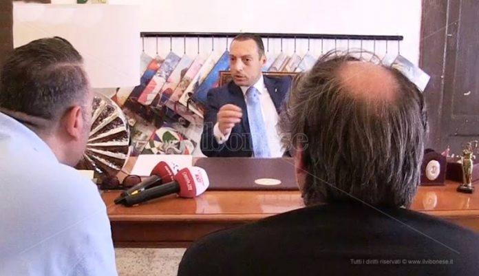 L'avvocato Francica nel suo studio