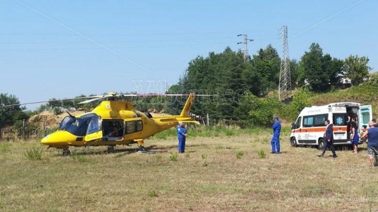 Cade da un'impalcatura, operaio trasportato in elisoccorso a Catanzaro