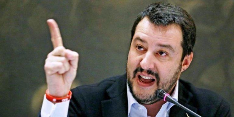 Scritte offensive contro Matteo Salvini, due denunce a San Nicola da Crissa