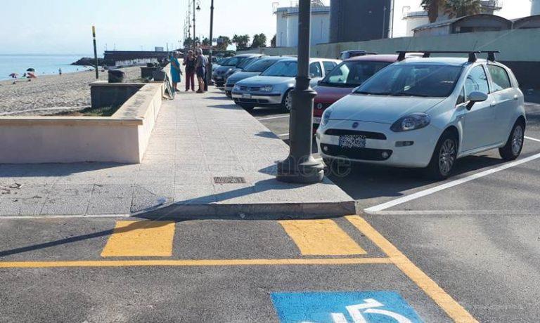 Parcheggi in via Vespucci, il sindaco Limardo: «Decisione necessaria per garantire sicurezza»