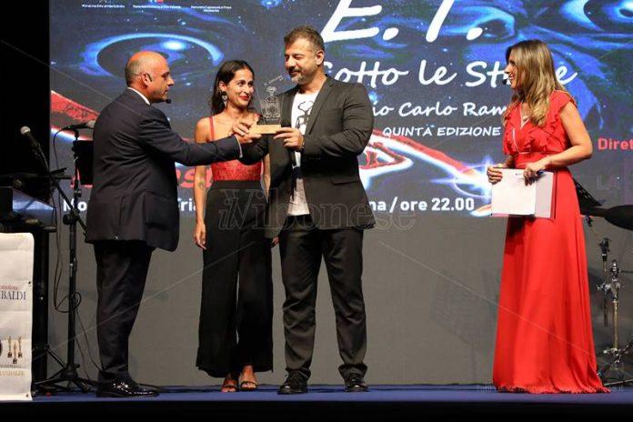 La consegna del Premio Rambaldi a Rami Adham
