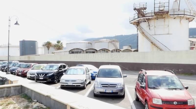 Via Vespucci, sullo sfondo i depositi costieri