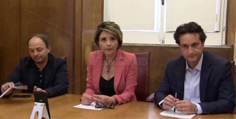 Emergenza rifiuti a Vibo, il sindaco: «Il peggio è alle spalle, ora il nuovo appalto» – Video