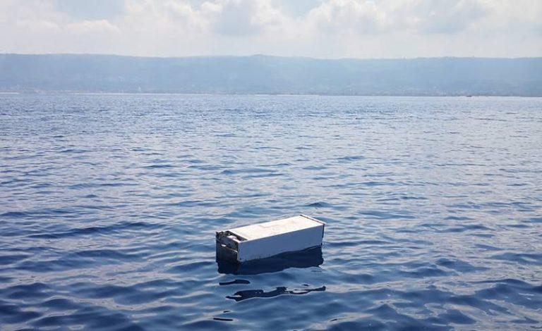 Frigo alla deriva al largo di Vibo Marina, lo scempio ambientale non conosce più limiti