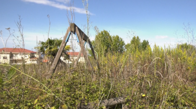 Viale Accademie, quel parco per i bambini dove crescono solo spine – Foto/Video