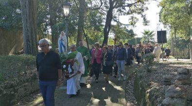 Vibo, una statua raffigurante la Madonna di Lourdes collocata a Villa Gagliardi