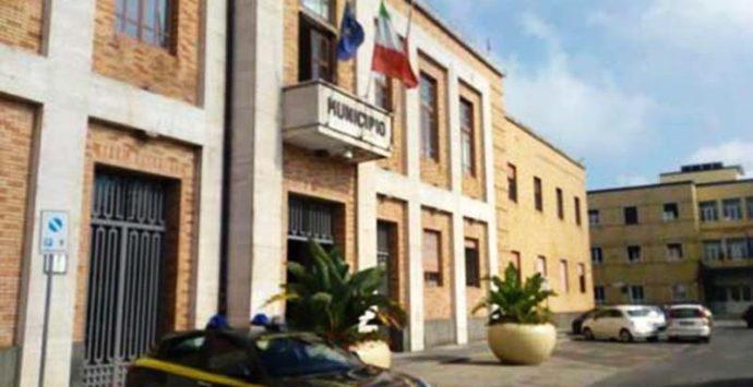 Covid 19: amministratore positivo a Palazzo Luigi Razza, sospeso il consiglio comunale