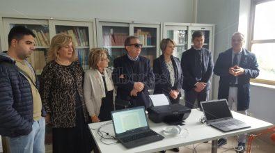 """Scanner e lettori per ciechi, la biblioteca comunale diventa """"accessibile"""" – Video"""