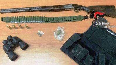 Fucile e munizioni nascosti sul tetto, due arresti a Gerocarne
