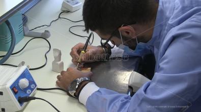"""Scuola, inaugurato il laboratorio di odontotecnico al """"De Filippis-Prestia"""" – Video"""