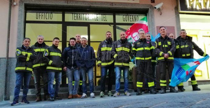 Vigili del fuoco, stipendi più bassi e senza assicurazione: monta la protesta – Video