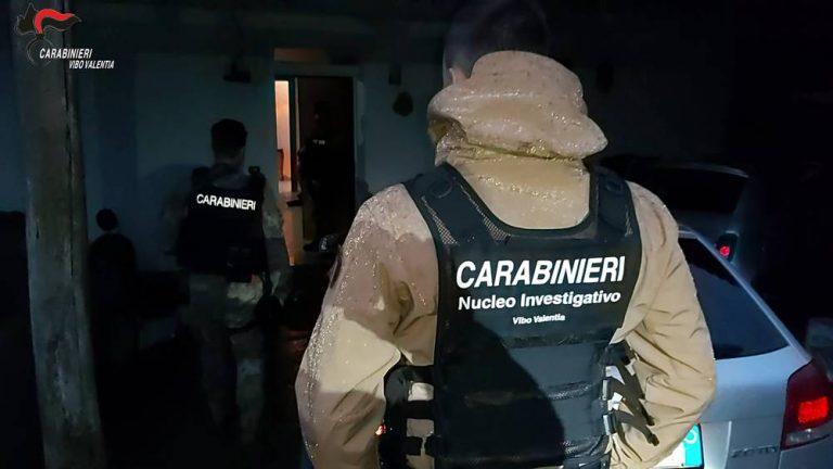 Si nascondeva in un'abitazione di Pernocari, catturato il latitante Pietro Accorinti – Video