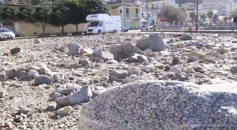 Litorale vibonese devastato dalle mareggiate, è l'ora della conta dei danni – Video