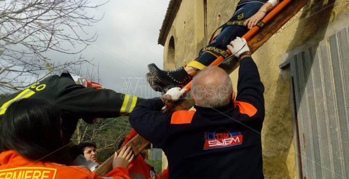 Famiglia intrappolata in casa nel Vibonese, ma è un'esercitazione – Foto/Video
