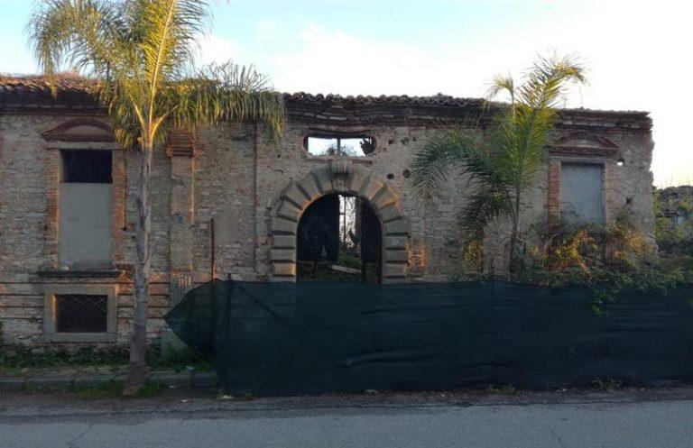 L'ex Palazzo vescovile di Mileto lasciato nel degrado