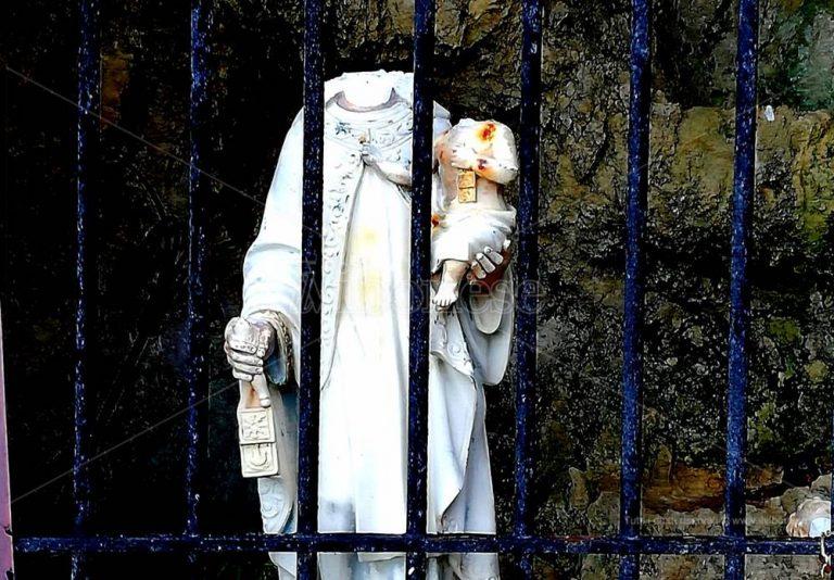 """Atto sacrilego a Briatico, decapitata la """"Madonnina del mare"""" – Foto"""