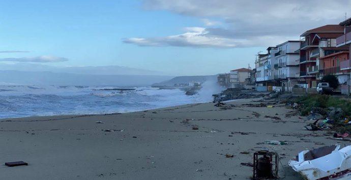 Mareggiata a Vibo Marina, ingenti danni al Pennello. Allagata via Emilia – Foto/Video