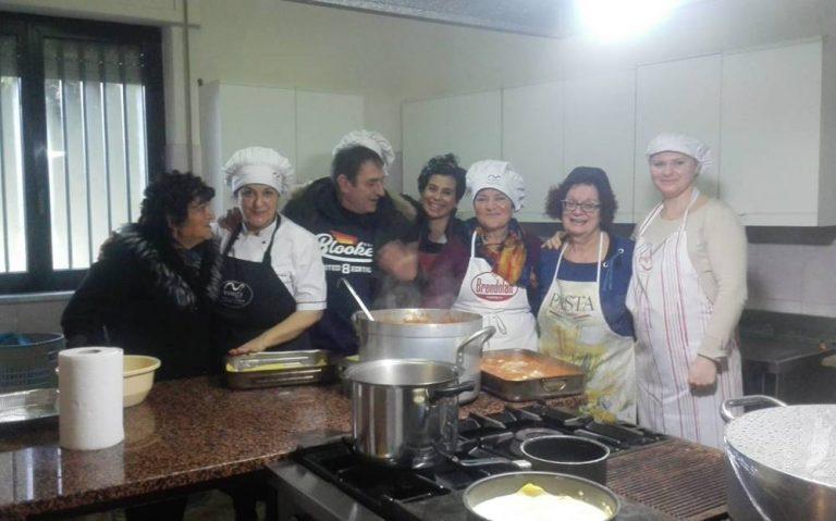 Vibo, i consiglieri comunali servono i pasti alla mensa della Sacra famiglia
