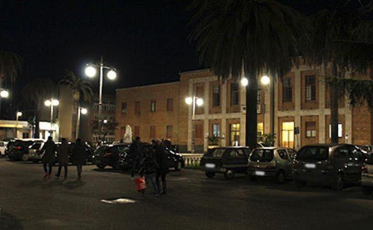 Rapina e aggressione in piazza a Vibo, ventunenne lascia il carcere