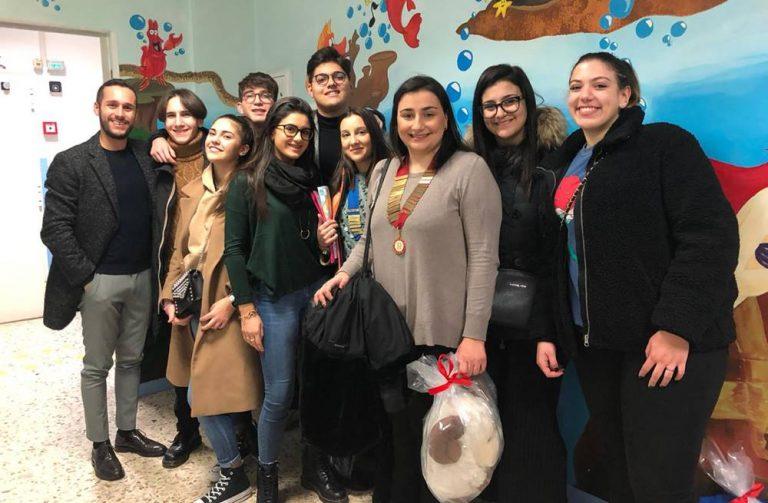 Natale in corsia, doni e sorrisi per i bambini di pediatria a Vibo