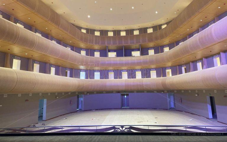 Viaggio (in anteprima) all'interno del nuovo teatro di Vibo – Foto/Video