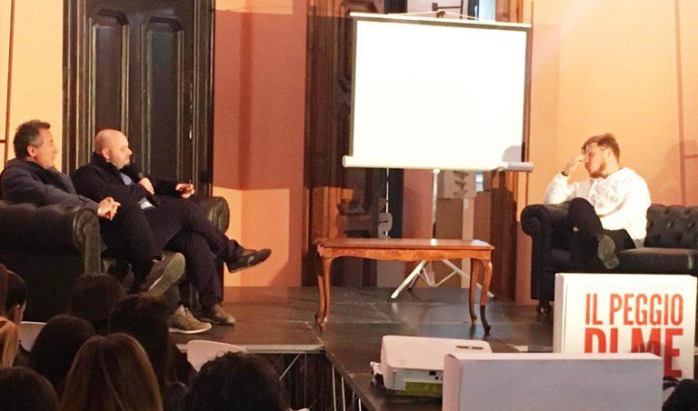 """La """"Iena"""" La Vardera a Vibo: «La politica come un talent show» – Video"""