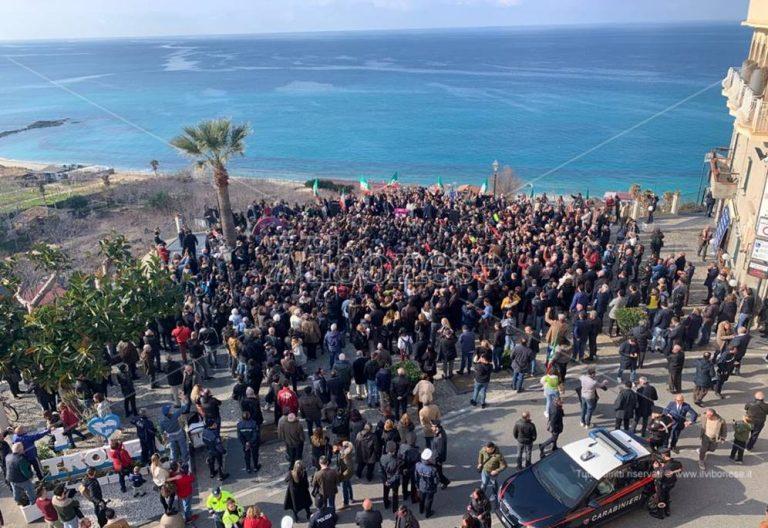 Berlusconi a Tropea: «Calabria abbandonata, è ora di rialzarsi» – Video