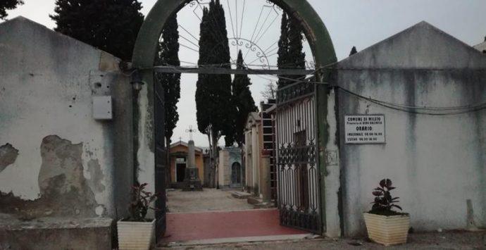 Mileto, va al cimitero per trovare i propri defunti e viene derubata