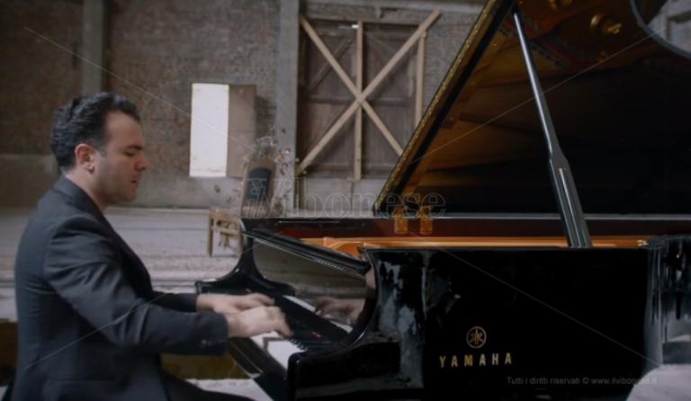 Il maestro Giordano suona Chopin: l'anteprima del video di Charleroi