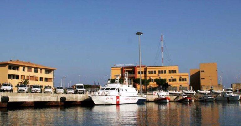 """Multati pescatori """"in nero"""": uno di loro con il reddito di cittadinanza"""