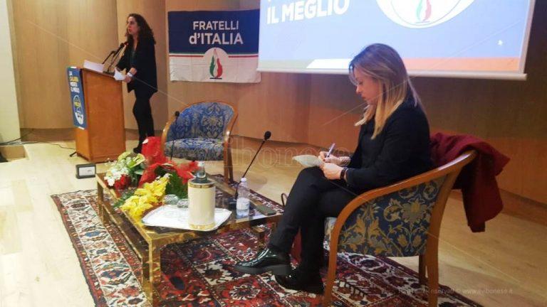 La destra vibonese abbraccia Giorgia Meloni: «Qui serve lavoro» – Video