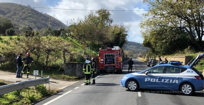 Si chiude in auto fra Vibo-Pizzo e Longobardi minacciando di darsi fuoco