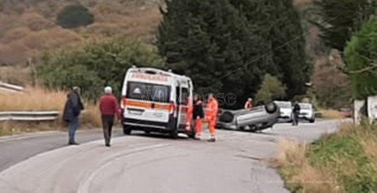 Incidente a Parghelia, auto sbanda e si ribalta: un ferito