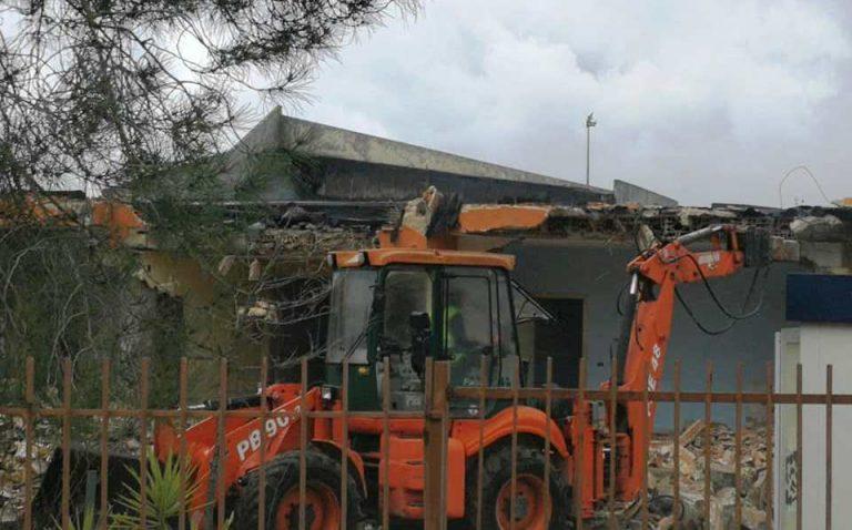 Mileto, avviata la demolizione della vecchia scuola materna