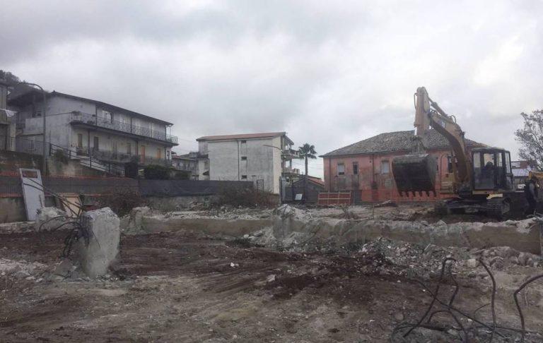 Stefanaconi, demolita la vecchia scuola elementare: ora la ricostruzione