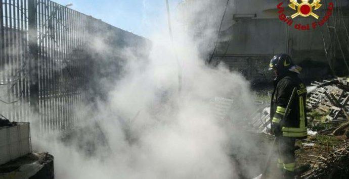 Vigili del fuoco a Nicotera per evitare incendio a contatori del gas metano