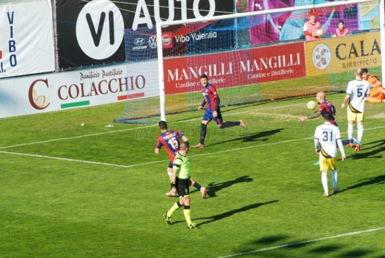 La Vibonese torna a vincere: perla di Emmausso, Viterbese ko – Video