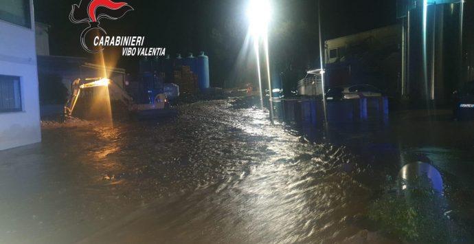Maltempo nel Vibonese, piazzale dello stabilimento Callipo invaso da fango e detriti – Foto/Video