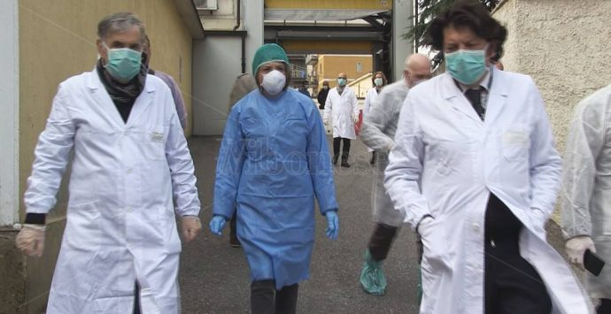 Covid Vibo, lo Jazzolino non ce la fa e i pazienti vengono mandati a Catanzaro