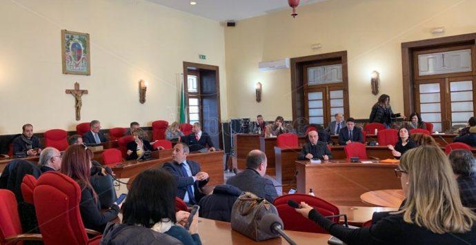 Comune Vibo, l'opposizione diserta il Consiglio: «Passacarte della Giunta»
