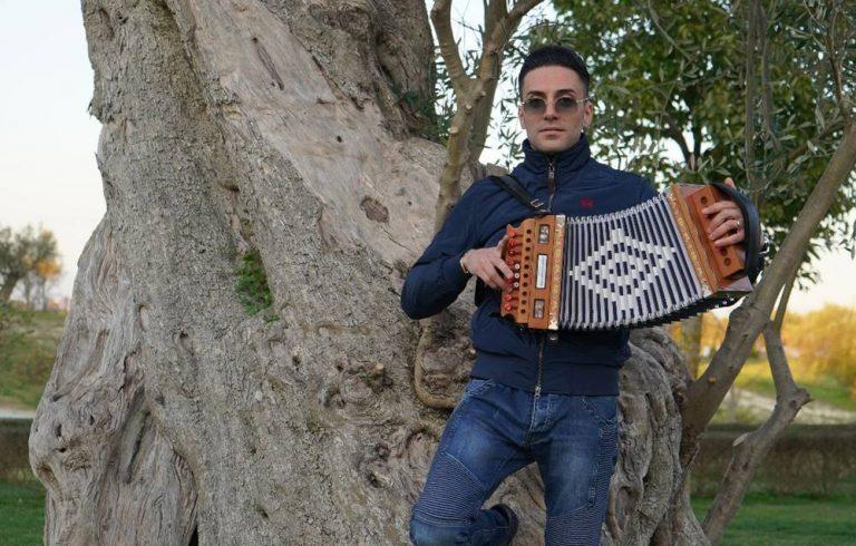"""""""Tra terra e cielu"""": lo struggente brano di Antonio Cocciolo dedicato al nonno scomparso – Video"""