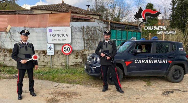 Ruba una cassa di birra in una salumeria, scoperto dai carabinieri nel Vibonese
