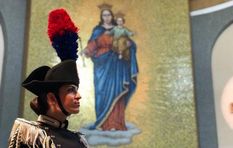 Pasqua senza celebrazioni pubbliche, l'Arma dei Carabinieri omaggia Vibo Valentia